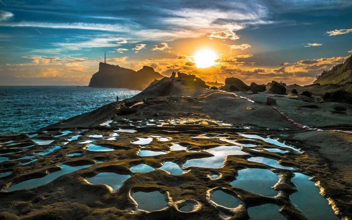 sunset_over_tidal_pools_on_seacoast